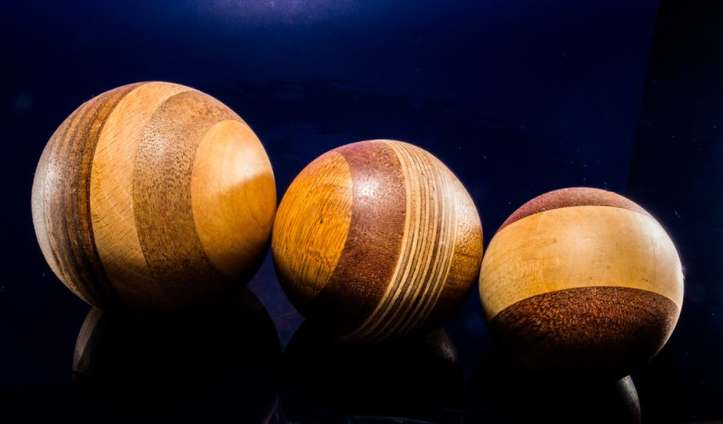 wooden-ball-turned-hand-labor-63288